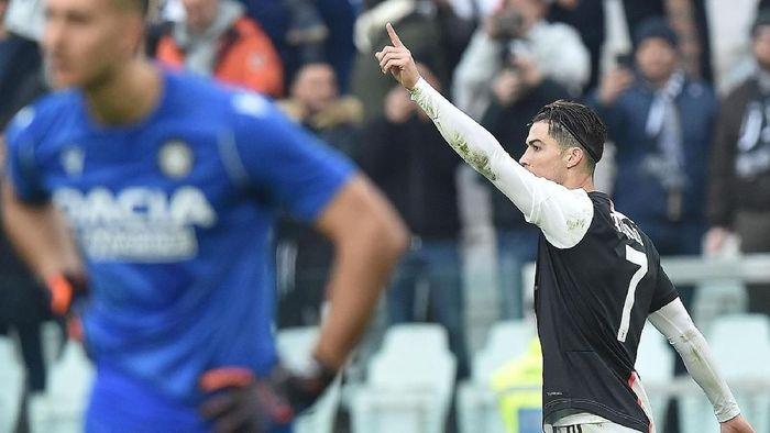 Cristiano Ronaldo selalu mencetak minimal 10 gol per musim sejak 2005 (Alessandro Di Marco/ANSA via AP)