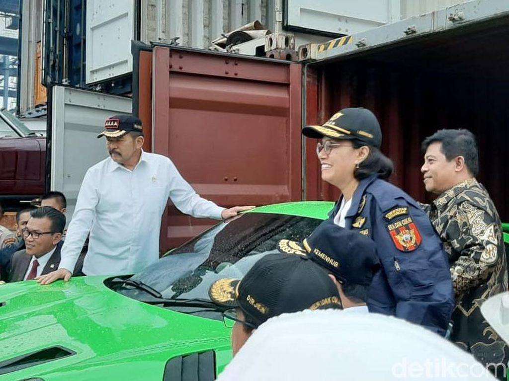Sri Mulyani Pamer Mobil Mewah Hasil Penyelundupan