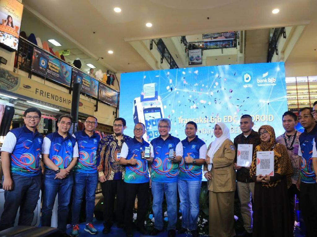 Punya QRIS, BJB Terapkan Pembayaran Digital di Pasar Baru Bandung