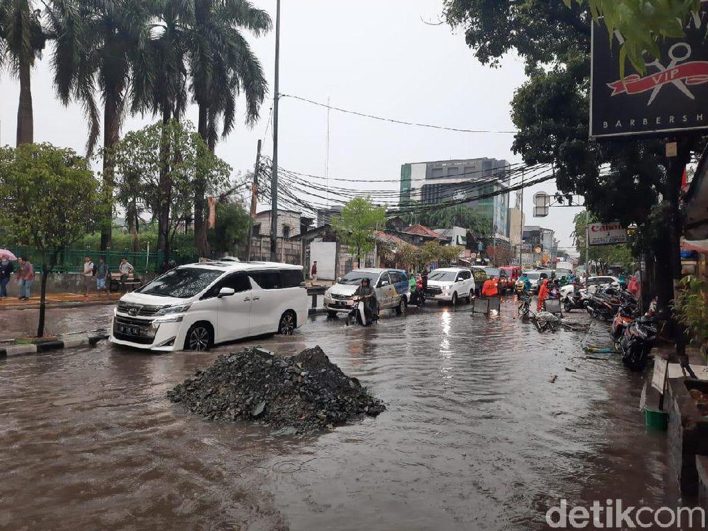 Hujan Deras, Jalan Tanjung Duren Raya Tergenang 10 Cm