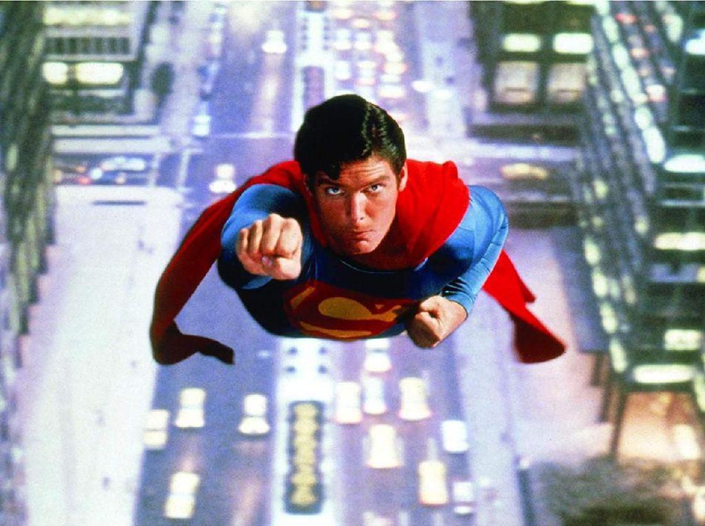 Jubah Superman Christopher Reeve Dilelang Seharga Rp 2,7 M