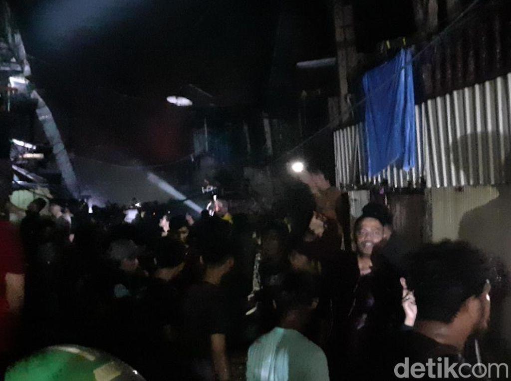 Petugas Damkar Berhasil Padamkan Kebakaran Pasar Cidu Makassar