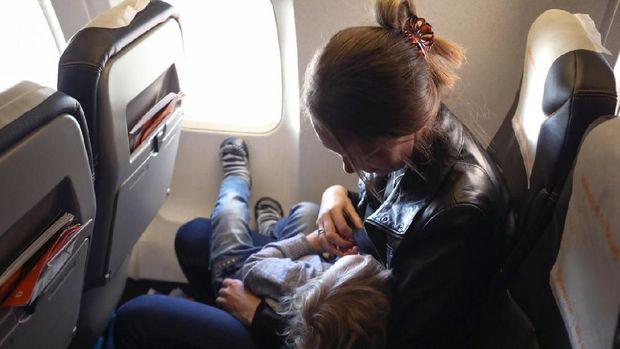 Ibu menyusui di pesawat