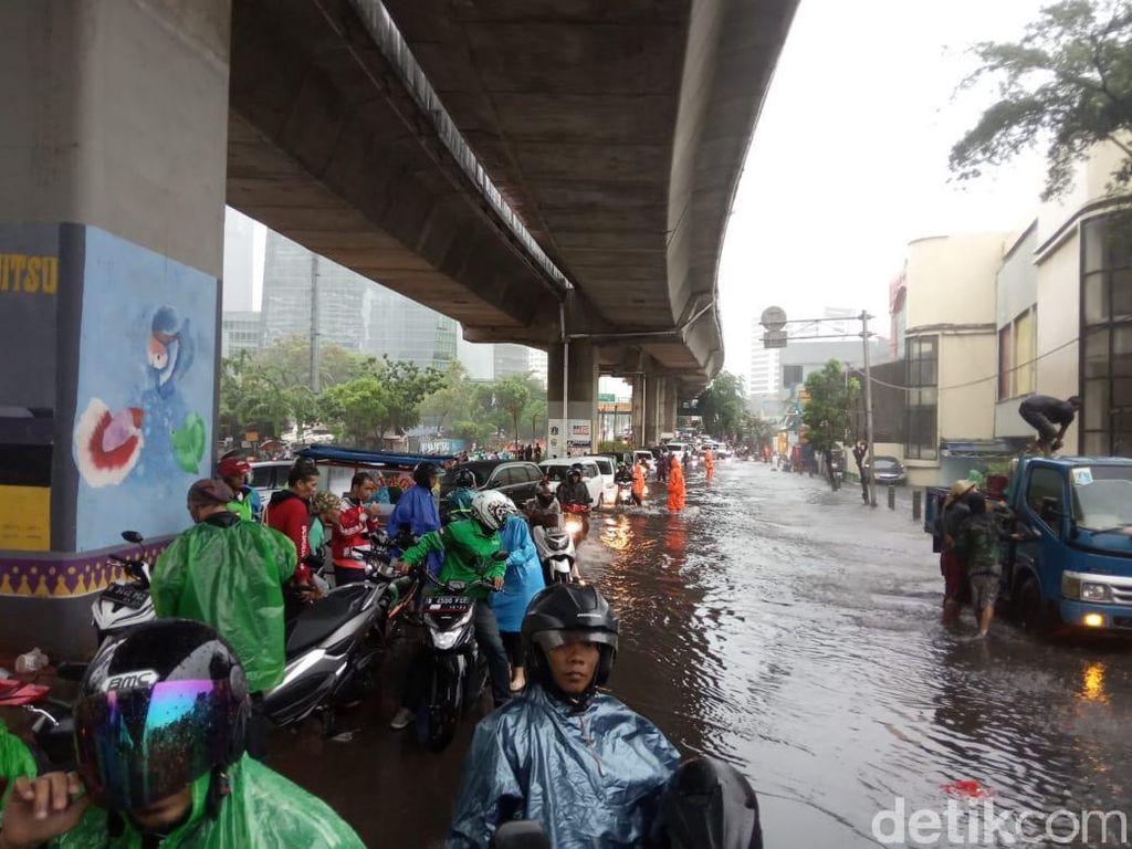 Jl Prof Satrio Jaksel Sempat Tergenang 20 Cm, Banyak Motor Mogok