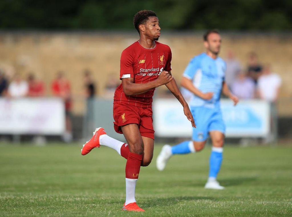 Liverpool Turunkan Anak SMA Hadapi Aston Villa