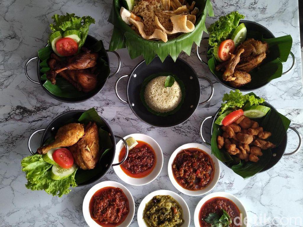 Ayam Bebek Angsa Masak di Kuali : Kriuk Renyah Angsa Goreng dengan 5 Jenis Sambal
