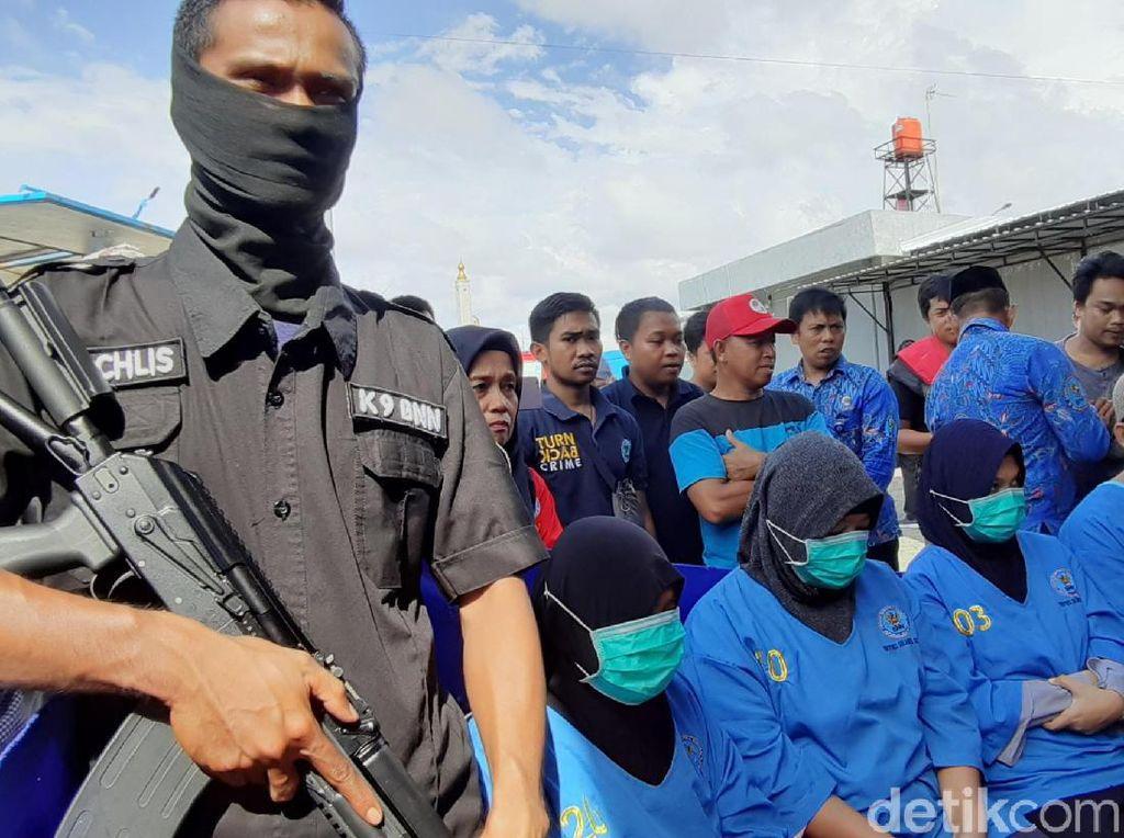 Selundupkan 3,7 Kg Sabu dari Malaysia, 3 Emak-emak Ditangkap di Sulsel