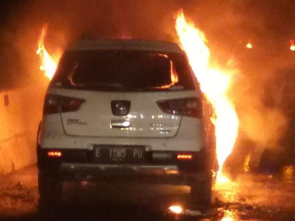 Ada Mobil Terbakar di Tol Pluit Arah Bandara Soetta, Lalin Padat