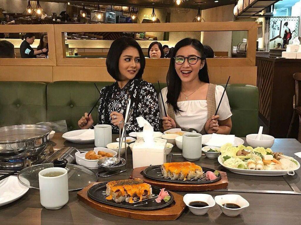 Hobi Makan Bareng Teman-teman, Jenita Janet Paling Suka Makanan Jepang