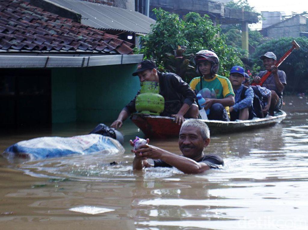 Banjir Setinggi Dada Rendam Dayeuhkolot