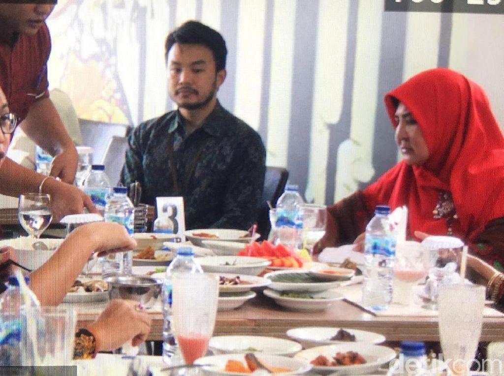 Andre Rosiade dan Istri Gubernur Sumbar Bertemu di Restoran Padang