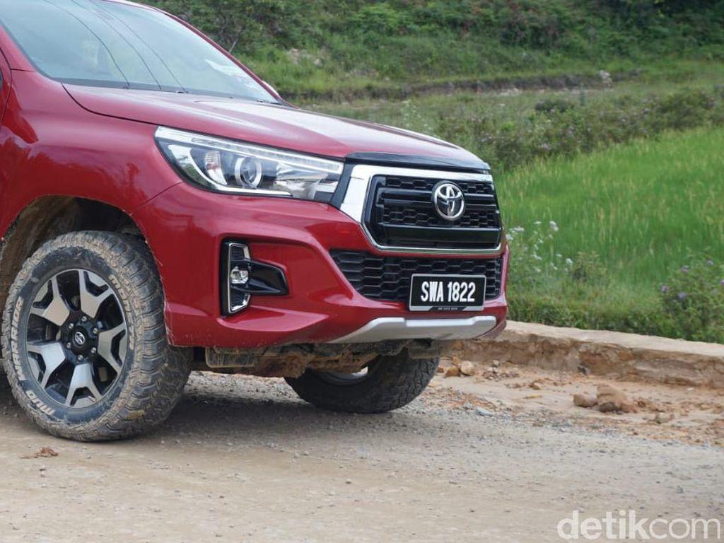 Banyak Mobil Berpelat Malaysia di Perbatasan Kalimantan