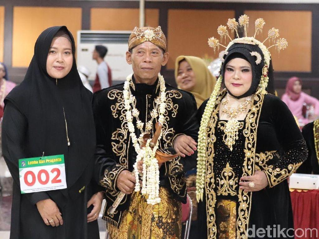 Puluhan Pasangan Nikah Massal di Surabaya, Tertua Usia 60 Tahun