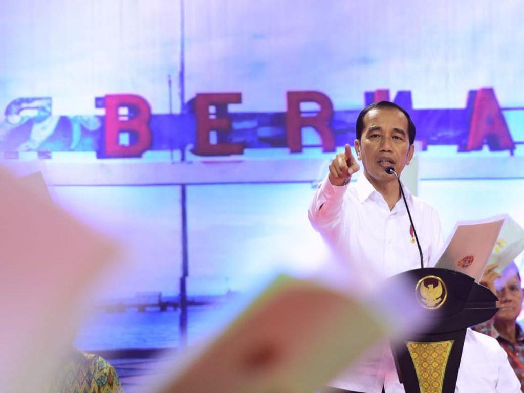 Jokowi Bagi 584.407 Sertifikat Tanah Warga di 26 Provinsi Serentak