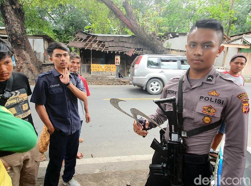 Polisi Bersenjata Tangkap Pelajar Bawa Celurit di Sukabumi