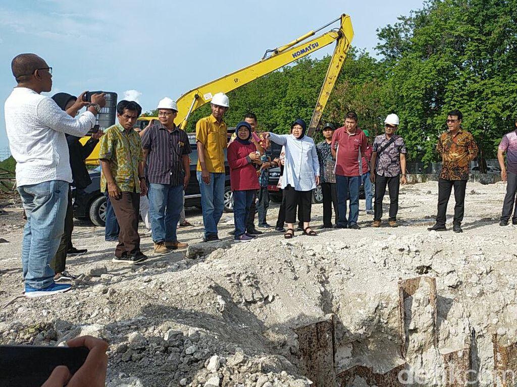 Risma Sidak Rumah Pompa dan Kawasan Langganan Banjir di Surabaya Barat