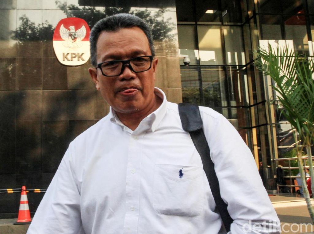 Tak Ditahan KPK, Begini Ekspresi Eks Pejabat Waskita Karya