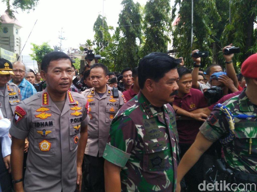 Cek Pengamanan Natal, Kapolri-Panglima Terbang ke Kupang dan Manado