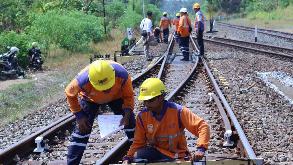 Perawatan dan Perbaikan Rel Kereta Api Jelang Nataru 2019