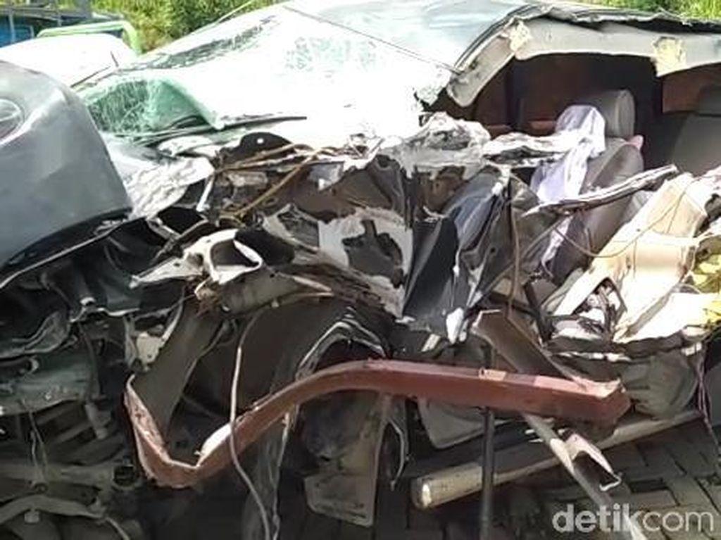 Begini Kondisi Mobil Gus Hilman Akibat Kecelakaan di Tol Pandaan-Malang