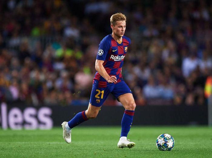 Pemain Barcelona, Frenkie De Jong, ingin debut manis di El Clasico. (Foto: Alex Caparros/Getty Images)