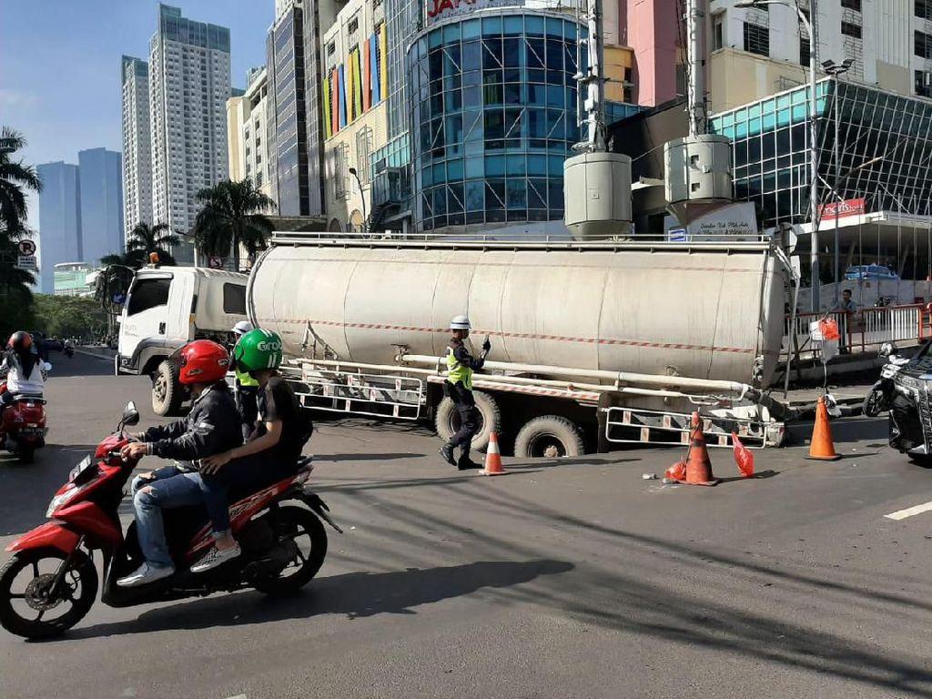 Truk Tangki Jeblos di Depan Thamrin City, Bina Marga DKI Duga Muatan Overload