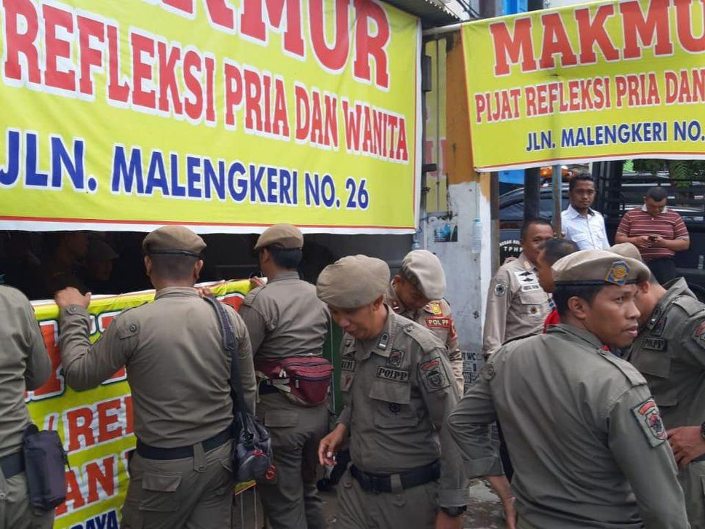 Tak Berizin, 3 Panti Pijat di Makassar Disegel Satpol PP