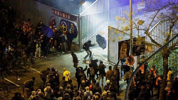 Massa Pro Separatis Catalonia Bentrok Saat Laga El Clasico