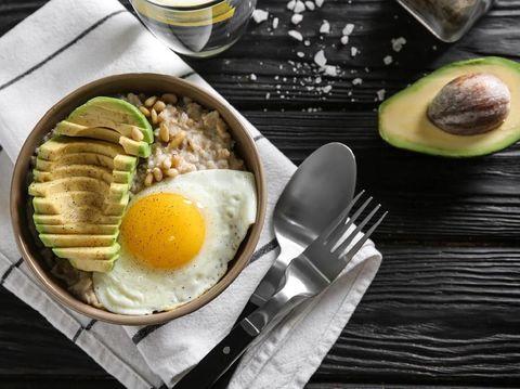 Resep MPASI bubur oatmeal, kuning telur dan alpukat