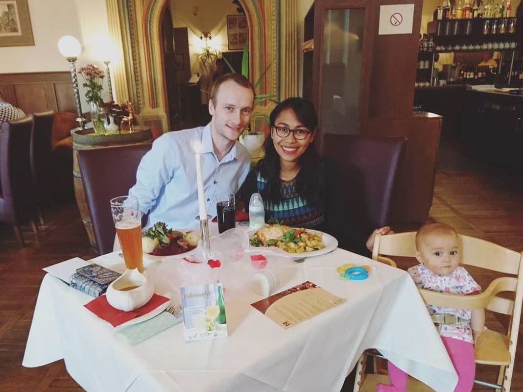 Begini Potret Kulineran Seru YouTuber Keluarga Bahagia di Jerman