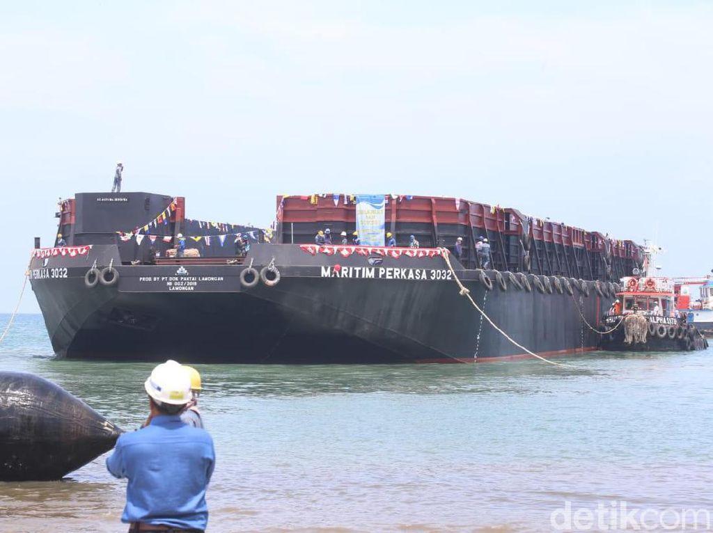 Perluas Segmentasi Pasar, Kapal Tongkang Maritim Perkasa 3032 Diluncurkan