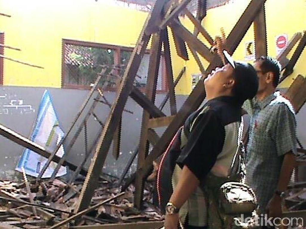 Atap Kelas SDN di Jember Ambruk, Rehabilitasi Terkendala Status Lahan