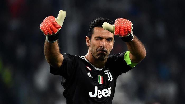 Gianluigi Buffon menjadi pemain Juventus paling banyak bermain di Liga Italia (Foto: Photo by Pier Marco Tacca/Getty Images)