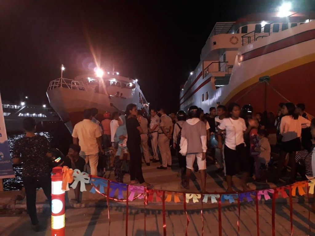 4 Kapal Sandar Angkut 2.500 Penumpang Nataru di Ambon