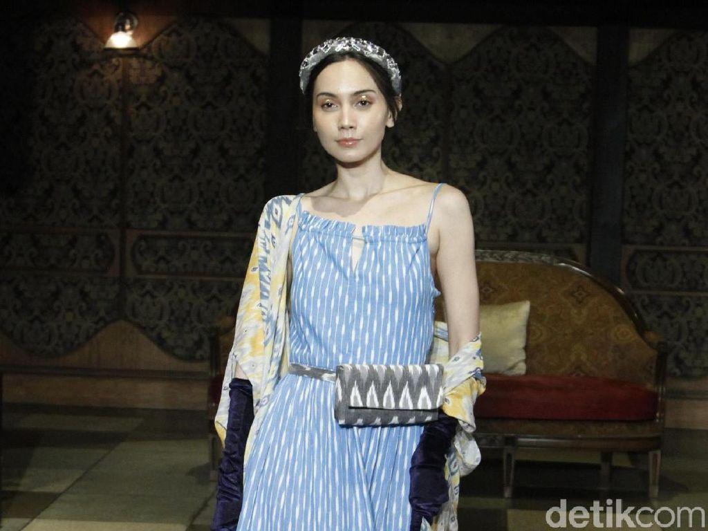 Foto: Gaun Elegan dan Romantis Didiet Maulana untuk Musim Purnama