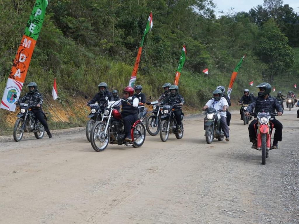 Jajal Jalan Perbatasan Pakai Motor Custom, Jokowi: Kalau Pakai Mobil Beda