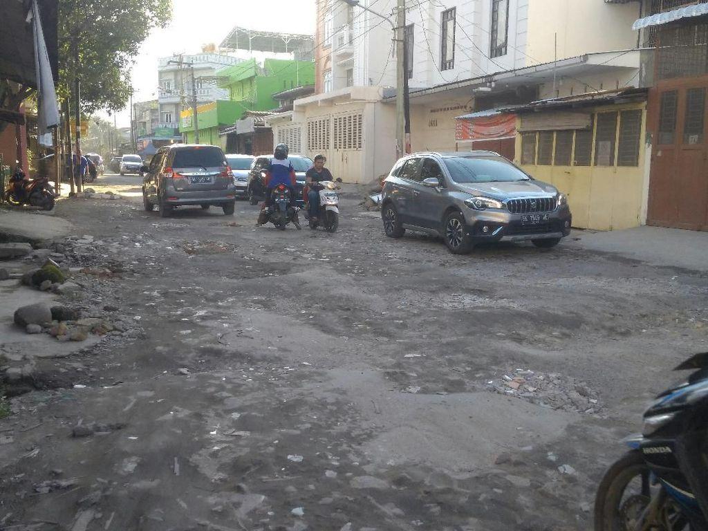 Jalan di Medan Banyak Berlubang, Wakil Ketua DPRD: Terkesan Kurang Diurus