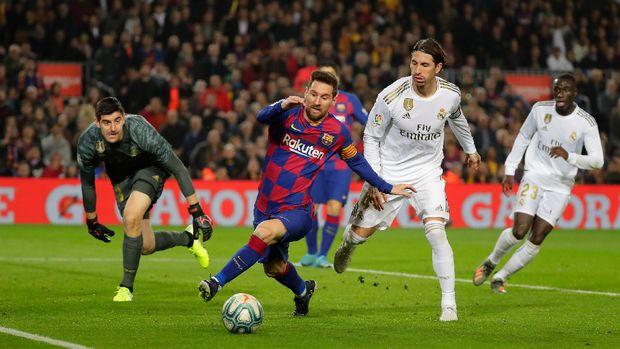 Lionel Messi membuang peluang pada menit ke-31. (
