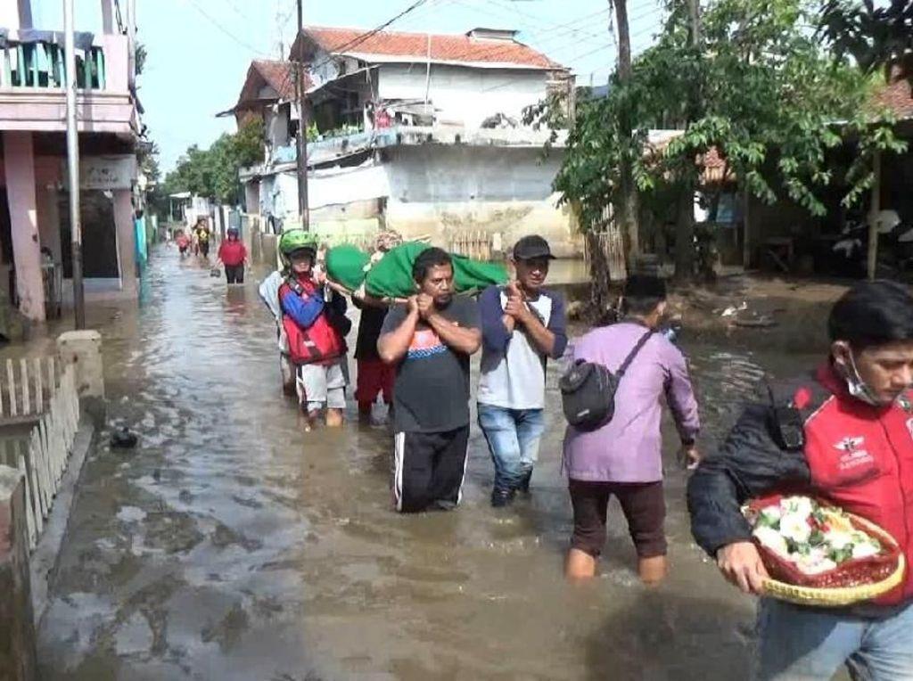 Diduga Kecapean, Warga Korban Banjir Dayeuhkolot Bandung Meninggal