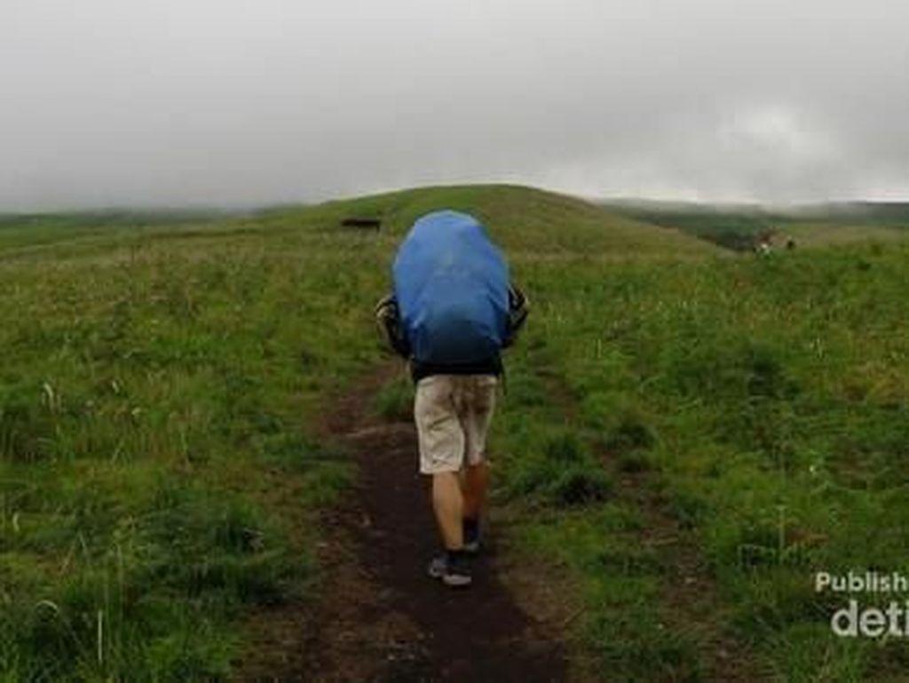 Mendaki Gunung di Musim Hujan? Ini Tipsnya