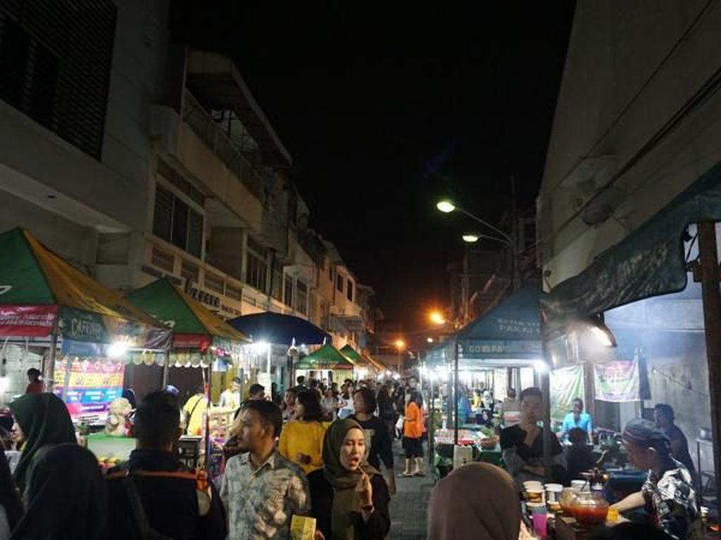 Foto: Wisata Kuliner Pasar Semawis yang Menggoyang Lidah
