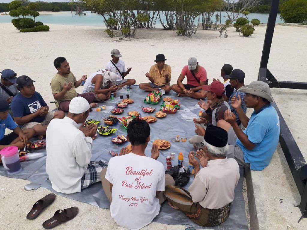 Dapat Ikon Wisata Baru, Masyarakat Pulau Pari Gelar Syukuran