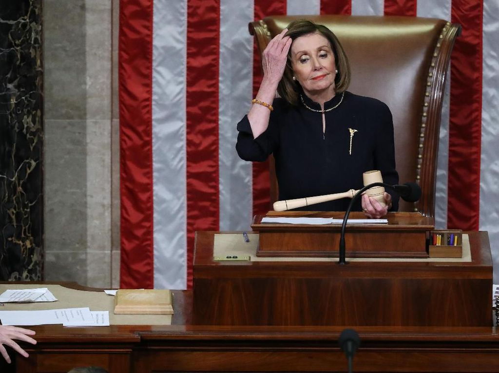 Nancy Pelosi Minta Maskapai AS Berhenti PHK Pegawai