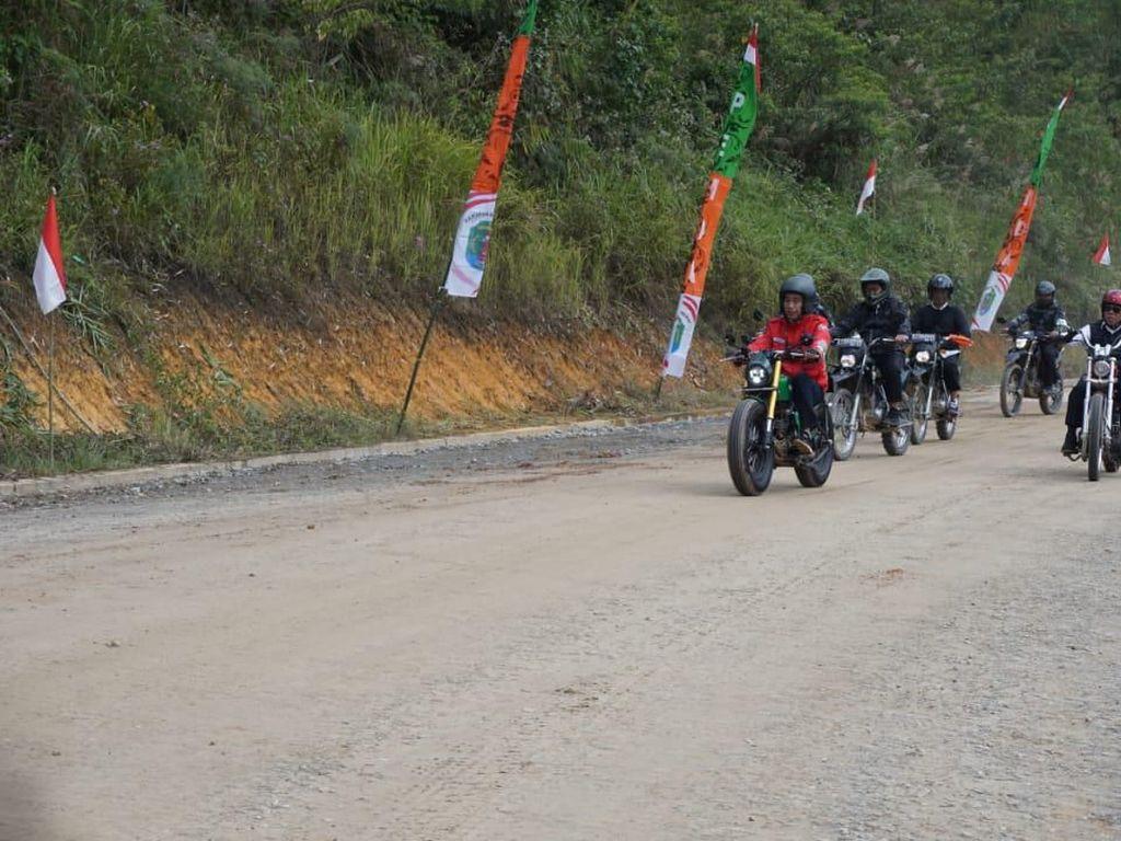Jajal Jalan di Perbatasan, Jokowi: Inilah Pentingnya Infrastruktur