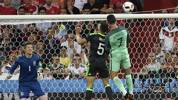 Gol ke gawang Wales menjadi salah satu lompatan tertinggi Cristiano Ronaldo.