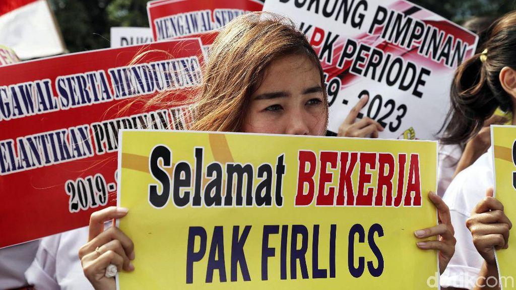 Aksi Dukungan Untuk Firli Bahuri dkk Digelar di Depan KPK