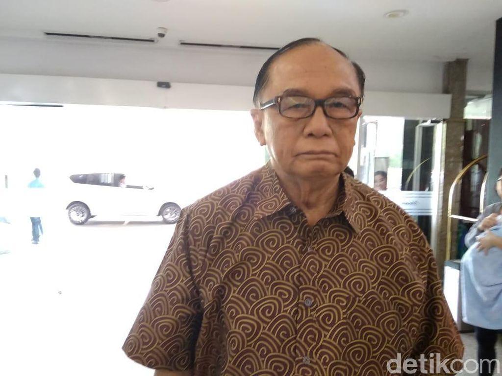 Anggota Wantimpres Jokowi Jenguk Adian Napitupulu di RS Siloam