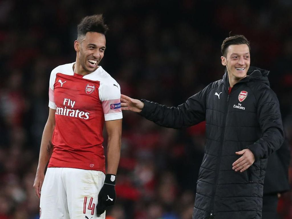 Latih Arsenal, Arteta Disarankan Jual Oezil dan Aubameyang