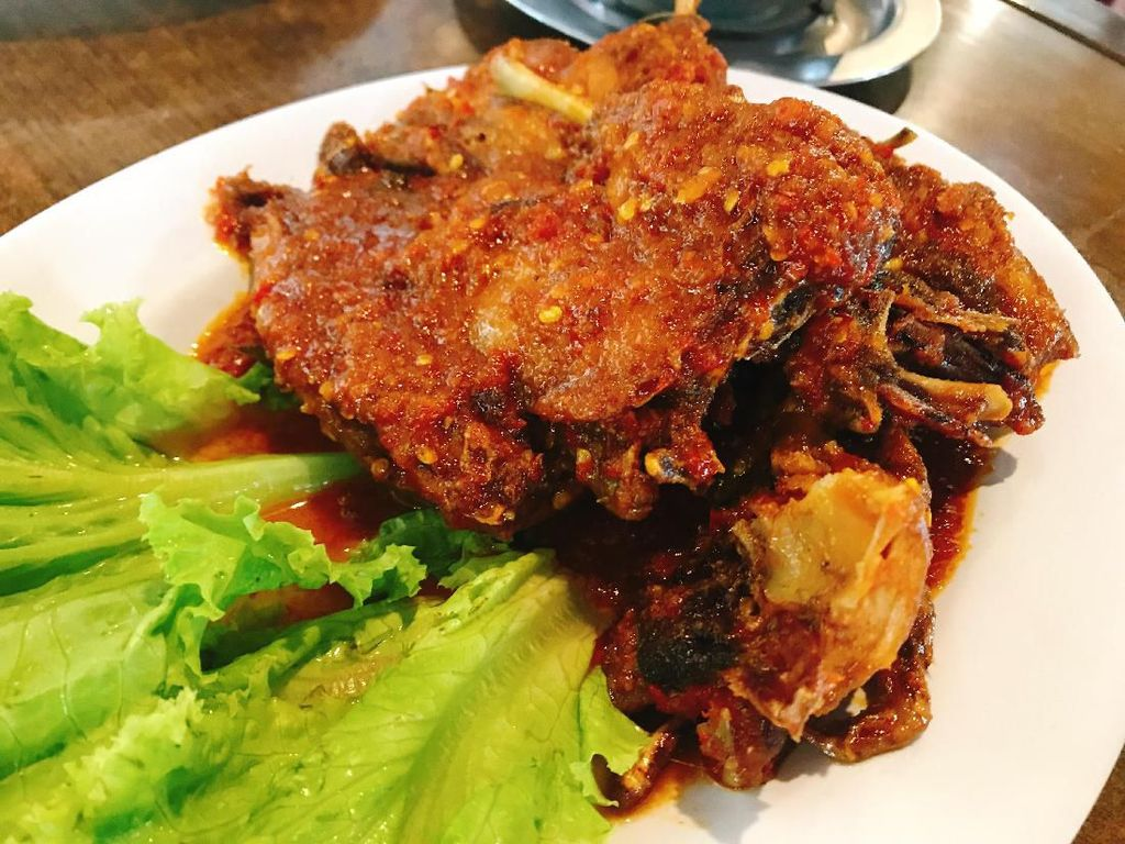 Sore Ini Makan Enak Ikan Bakar, Nasi Bali, Mie Pedas, hingga Begor Mantap