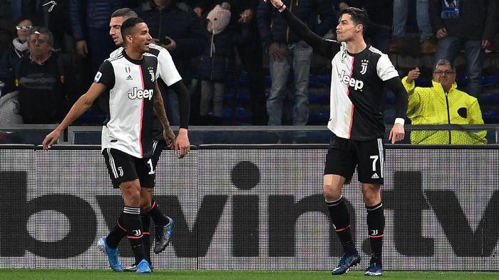 Cristiano Ronaldo (kanan) usai menjebol gawang Sampdoria di Stadion Luigi Ferraris, Kamis (19/12) dini hari WIB. (Foto: Paolo Rattini/Getty Images)